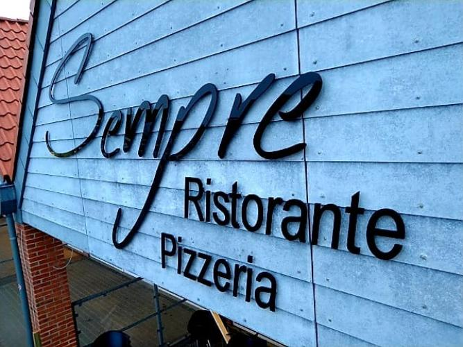 Sempre Restaurant og Pizzaria